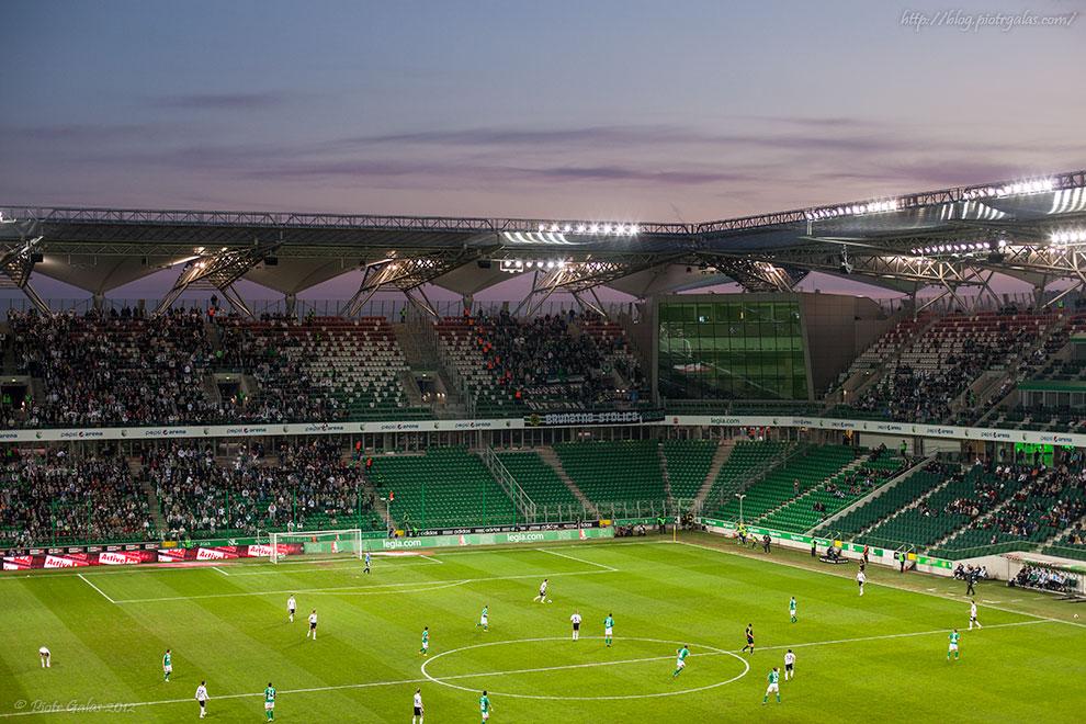 Legia Warszawa 1-1 GKS Bełchatów (+ VIDEO) // Zachód słońca nad stadionem. Fot. Piotr Galas