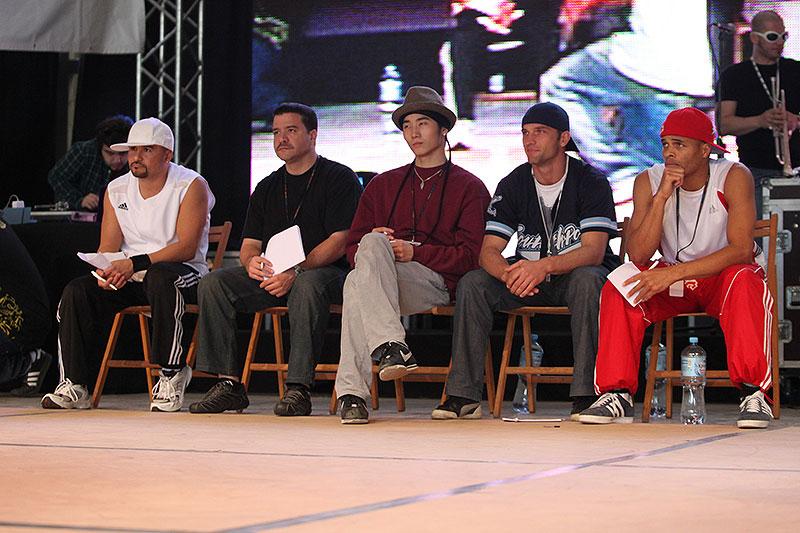 Warsaw Challenge 2010 - dzień pierwszy (fotogaleria) // W jury breakdance zasiedli między innymi tacy b-boys jak Flo Master (USA), Wing (Korea), Icy Ice (USA) oraz Orko (USA). Fot. Piotr Galas