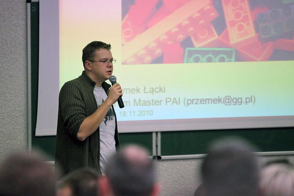 Aula 56 // Przemek Łącki starał się powiedzieć coś ciekawego o architekturze aplikacji w GG
