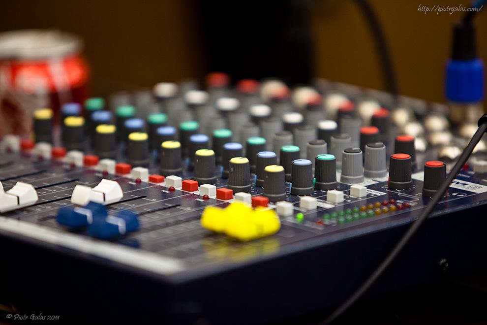 Aula 71 // Brakowało tylko DJa. Może następnym razem zaszczyci nas DJ Shadow, DJ Tiesto lub inna z DJskich gwiazd.
